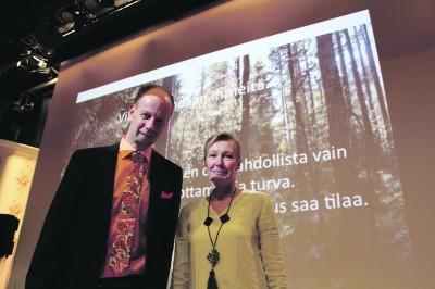 Tampereen Huumeklinikkayhdistyksen toiminnanjohtaja Mika Tuomolalle (vas.) Villa Hockey on tuttu ammatillisesti, Heli Janhoselle puolestaan oman lapsen myötä. Janhosen poika on ollut kuntoutuksessa Länsi-Aureessa kahdesti.