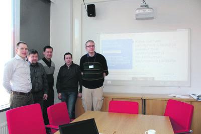 Timo Hänninen (vas.), Jussi Kytömäki, Petri Elsilä sekä mikrotukihenkilöt Ville Pulakka ja Jouni Paarala esittelivät kouluihin rantautuvaa Office 365 for Education -palvelukokonaisuutta.