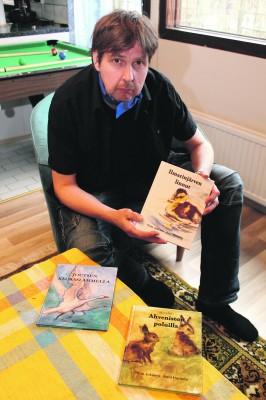 Tekstin tuottamisen ammattilainen Timo Jokinen on kirjoittanut kolme toinen toistaan kauniimpaa lastenkirjaa.