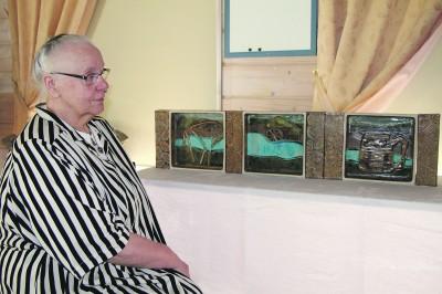 Salme Turunen-Tuulos auttoi Pinsiö-teoksen toteuttaneita taiteilijoita valitsemaan kolmiosaiseen työhön olennaisimmat Pinsiön historiaa kuvaavat teemat. Työlle kipinän antanut Jyrki Sasi oli pitkään miettinyt, miten Pinsiötä kuvaavan teoksen voisi toteuttaa. – Maalaus olisi voinut olla sekava, mutta tämä oli hyvä ratkaisu, hän sanoo. Inspiraation kolmiosaiseen työhön hän sai uskonnollisaiheisista puisista teoksista ja erään unkarilaistaiteilijan töistä. Pinsiö-teoksen tekijät sitten noudattelivat teoksen isän ideaa.