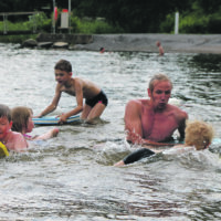 Vedessä kipinöi – uimisen riemu