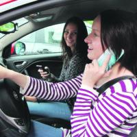 Kännykkä vaarantaa liikenneturvallisuuden