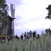 """Pirkko Morikka kirjoitti runon Ylöjärvelle: """"Vuodenaikojen syleilyssä hengittelee Ylöjärvi varttuneena, kokeneena sataviisikymmenvuotiaana…"""""""