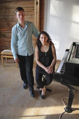 KuruFestin taiteelliset johtajat Tuomas ja Heini Lehto järjestävät tapahtumaa rakkaudesta klassiseen musiikkin ja Kuruun. – Meidän kanssamme musisoi ystäväjoukko, joka koostuu tutuista Kurun-kävijöistä. (Kuva: Kyösti Aalto)