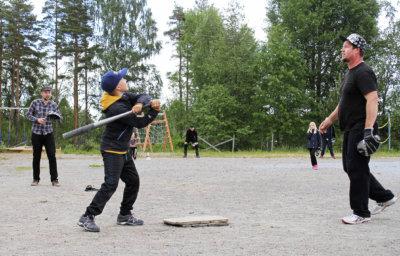 Karhen koulu, Avoimet kylät, pesäpallo, kesä