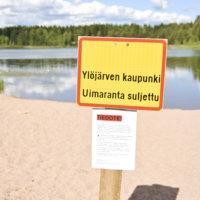 Inhottavaa ilkivaltaa Takamaalla:  Lepojärven uimarannan kuivakäymälä heitettiin veteen, jossa ei nyt kannata uida