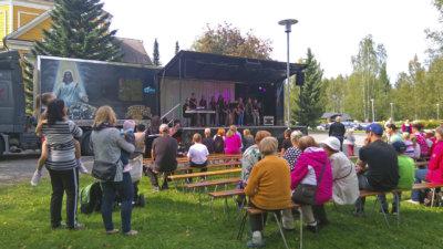 Kirkkopuisto soi, Ylöjärven seurakunta, Junior Gospel Singers, helluntaiseurakunta, Peter Joukainen Band