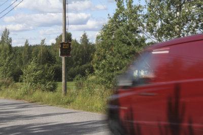 liikenne, nopeusnäytöt, nopeusrajoitukset
