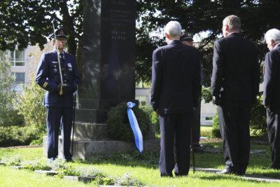 Ylöjärven sotaveteraanit ry, seppeleen lasku, sankarihauta
