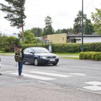 Pyöräilijöiden ja kävelijöidenkin kannattaa tiedostaa uusi tieliikennelaki – laki korostaa muiden huomioimista