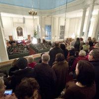Paula Koivuniemi veti kirkon ääriään myöten täyteen
