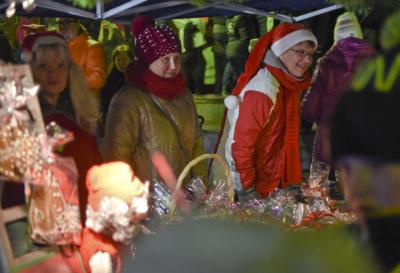 Ylöjärven joulunavaus, Ylöjärven tori, Soppeenmäen tori, LC Helmi Ylöjärvi, Lions Club, Elina Pusa, Maritta Moisio