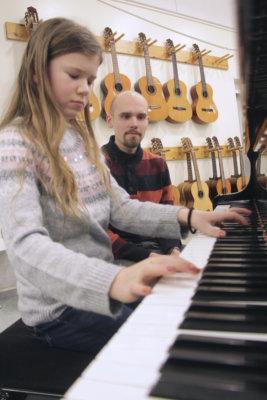 Ylöjärven pianokoulu, musiikkiopetus, Ari Karema, Nina Pietilä