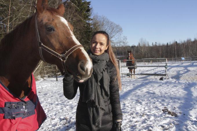 Anna-Julia Kontio, hevoset, ratsastus, esteratsastus, hevosurheilu