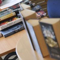 Asiakkaat pääsevät jälleen kirjastojen hyllyille – myös lehtilukusalit auki