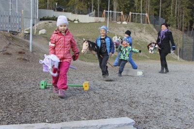 Koulukallion päiväkoti, liikunta, Suomi 100, vanhempainyhdistys