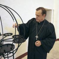 Pyhiinvaeltajat virtaavat sankoin joukoin uuden elämän saaneeseen pyhäkköön