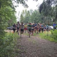 Seitsemisen poluilla juostiin hellesäässä – Naisten sarjassa saatiin uusi reittiennätys