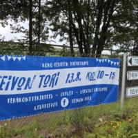 Yrittäjien Teivon Tori täyttää ravikeskuksen parkkipaikan