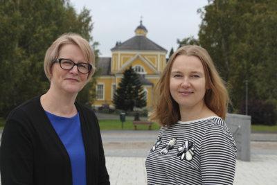 Eppu-veistoksen juhlistus, tiedottaja Tiina Helminen, elinkeinosihteeri Tiina Rinne-Järvensivu
