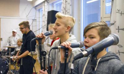 Vuorentaustan koulun Suomi 100 -tanssiaiset