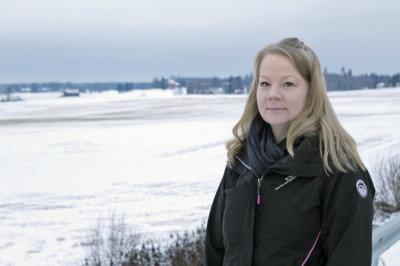 Akaalainen Mervi Pulkkinen korostaa riittävän ja oikea-aikaisen tiedottamisen tärkeyttä pirkanmaalaisten maakuntahallinnon tuntemisen lisäämisessä.