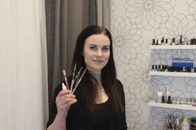 Sara Lähteenmäki, kauneussalonki Zarah, kulmakarvat, pigmentointi, (kuva: Iiria Lehtinen)
