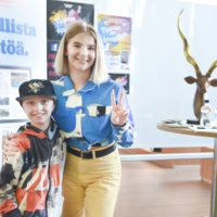 Suosikkitubettaja Pinkku Pinsku tuli Valoon – 8-vuotias Alpo oli yhtä hymyä