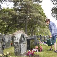 """Seurakunta sanoo, ettei veteraanihautoja myllätä, vaikkei haudan haltijaa löytyisikään: """"Muistomerkki pysyy paikallaan niin kauan, kunnes hautapaikka tarvitaan uudelleen käyttöön"""""""