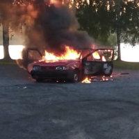 Auto paloi uimarannalla lauantaiyönä