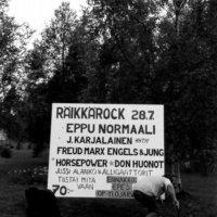 Eppu-patsaalle hurrattiin jo vuoden 1985 Räikkä-Rockissa