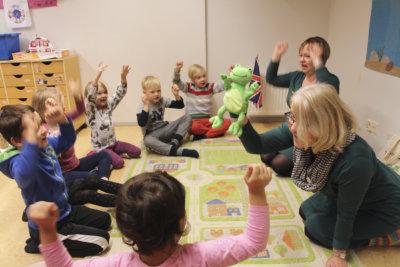 kielisuhkutus, Sirpa Lähteenmäki, Tarja Kinnunen, kuva: Iiria Lehtinen