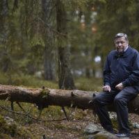 """Jussi Kytömäki odotti postista hamppukuitua, mutta saikin kirjeen Tasavallan presidentiltä – """"Kutsu tuli!"""""""