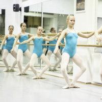 """Pienestä asti balettia tanssinut Pinja: """"Baletin harrastamisen myötä lihakset ovat vahvistuneet ja tasapaino on parantunut"""""""