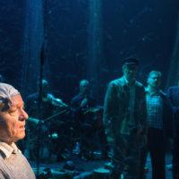 Tampereen Työväen Teatterin Vanhoja poikia -näytelmä kunnioittaa Juha Vainion valtavaa elämäntyötä
