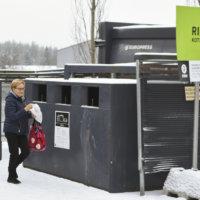 Pakkausjätteen kierrätys onnistuu nyt S-marketillakin – myös muoveille oma astia