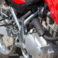 Moottoripyörä keuli ja hurjasteli Pallotiellä