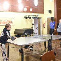 Ylöjärven yhtenäiskoululle lahjoitettiin pingispöytä