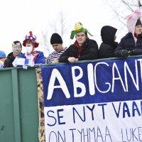 Penkkareita juhlitaan torstaina – katso Ylöjärven lukion abirekkojen aikataulut