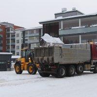 Lunta on niin paljon, että ajoväylät kapenevat – muuten aurauksessa on normaalitalvi, kertoo kunnossapitopäällikkö
