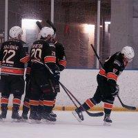 Uplakers päätti runkosarjan voittoon – pudotuspeleissä vastaan asettuu Hiki-Hockey