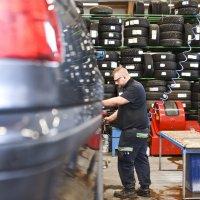 Anna ammattilaisen valita autoosi renkaat, jotka palvelevat pitkään