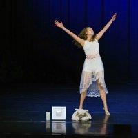 Ella Nevala, 13, teetti soolon kuolleena syntyneen siskonsa muistoksi – Taivassiskoni-esitystä tanssiessaan Ella voi tuntea pikkusiskonsa läsnäolon