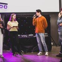 Tapahtumassa esiintyi sketsiryhmä Blokess.
