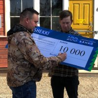 Leppäkosken Sähkö lahjoitti 10 000 euroa virtavesien kunnostukseen ja taimenen elinympäristön suojeluun