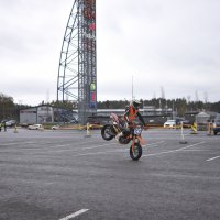 Jukka Sudvall tasapainoili etupyörällä.