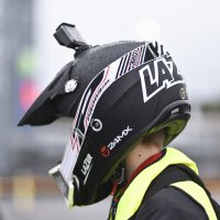 Osa mopoilijoista kuvaa ajeluaan kypärään kiinnitetyllä action-kameralla.