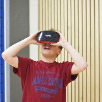 Onko oppiminen tehokkaampaa VR-laseilla? Syksyllä kouluissa aletaan opiskella virtuaalitodellisuuksien avulla