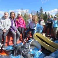 Oppilaat keräsivät luonnosta muovisaaveja ja vaahtomuovipatjan – ympäristötalkoopäivässä Ylöjärveä siivottiin isolla porukalla