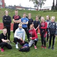 Nuoret yleisurheilijat saivat mieluisan vieraan harjoituksiin yleisurheiluviikon kunniaksi